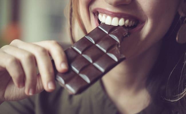 Dark chocolate reduce stress and make human smarter, study says