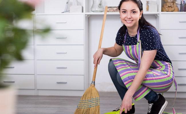 क्या आपकी मम्मी भी करती हैं घर की सफाई? रहें सावधान, बढ़ रही है ये बीमारी