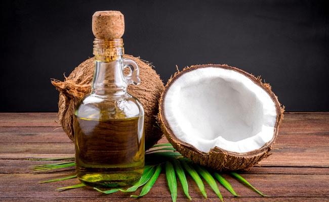 नारियल तेल के 7 फायदे, सांसों को बनाए ताजा और शेविंग क्रीम की तरह करें इस्तेमाल