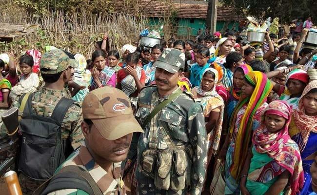 दंतेवाड़ा में पुलिस पर फर्जी एनकाउंटर का आरोप, थाने जा रहे परिजनों और ग्रामीणों को रास्ते में ही रोका गया