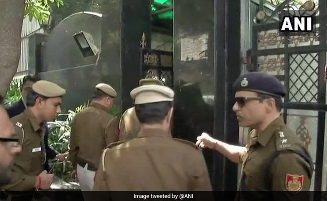 delhi police kejriwal