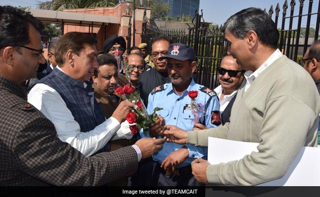 'My Valentine, My Shop': Delhi Traders Give Roses Amid Sealing Drive