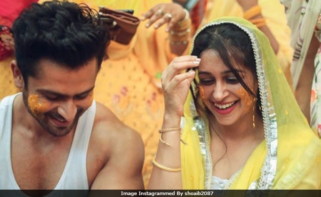 INSIDE PICTURES Of Dipika Kakar & Shoaib Ibrahim's Fun-filled Mehendi Ceremony!