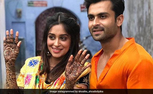 निकाह से पहले 'सिमर' के हाथों पर सजी 'प्रेम' के नाम की मेहंदी, देखें सेलिब्रेशन की Inside Photos