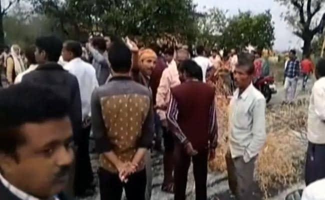 बारिश और ओले से फसलें हुई बरबाद, महाराष्ट्र-एमपी में नाराज किसानों का प्रदर्शन