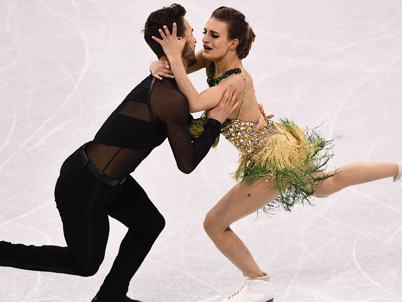 Ice dancer's wardrobe malfunction in middle of routine at Winter Olympics