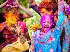 Holi 2018 : होलिका दहन के साथ देश भर में शुरू हुआ रंगों का उत्सव