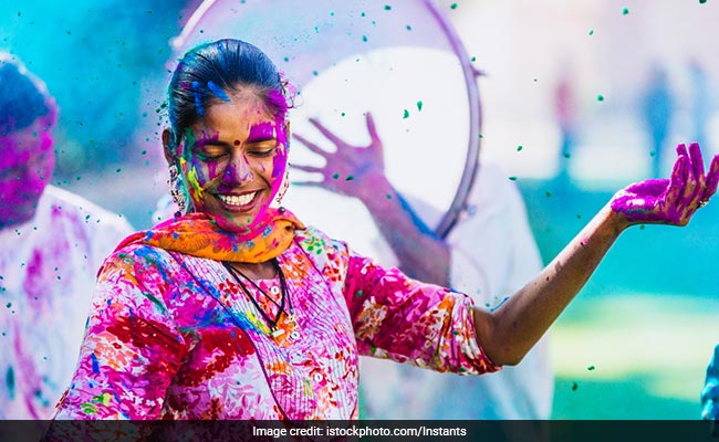 Holi 2019: This One Kitchen Ingredient Will Be Your Best Friend This Holi | How to Remove Holi Colours | benefits of coconut oil