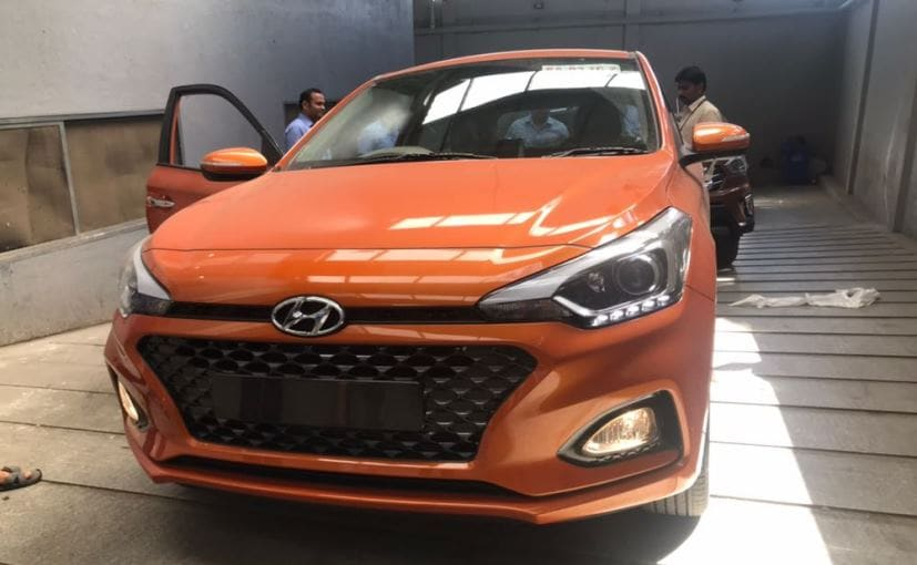 auto expo 2018 hyundai i20 facelift spotted again ahead of official debut ndtv carandbike. Black Bedroom Furniture Sets. Home Design Ideas