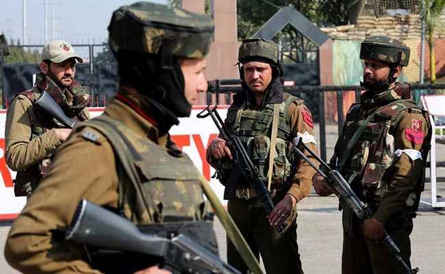 जम्मू-कश्मीर : त्राल इलाके में आतंकियों के साथ मुठभेड़ में सेना और पुलिस का एक-एक जवान शहीद