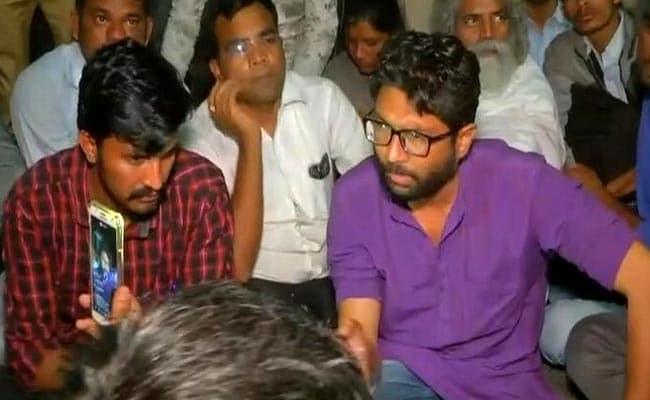 गुजरात : दलित नेता भानुभाई वणकर का शव परिवार लेने को तैयार, कल जिग्नेश मेवानी को लिया गया था हिरासत में