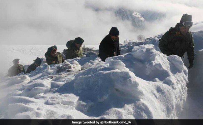 Defence Secretary, Army Vice Chief Review Security In Jammu And Kashmir