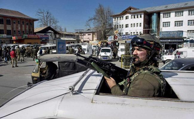 कश्मीर में घाटी में छात्रों और सुरक्षाबलों के बीच झड़प की आशंका, स्कूल-कॉलेज कराए गए बंद
