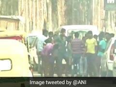 कोलकाता : एक्सीडेंट में दो छात्रों की मौत, गुस्साई भीड़ ने लगाई 2 बसों में आग
