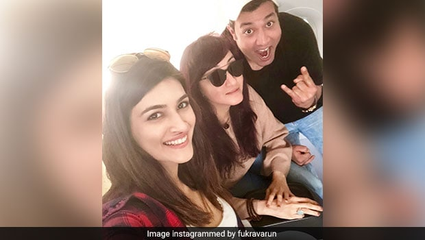 Arjun Patiala Actors Kriti Sanon And Varun Sharma Had Authentic Punjabi Food At This Popular Dhaba!
