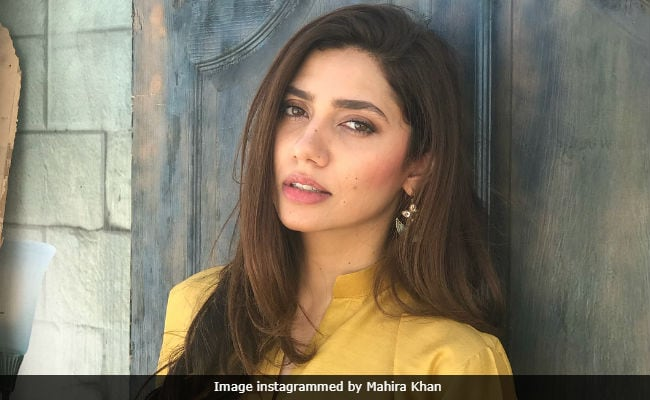 Mahira Khan 'Vouches' For Javed Sheikh In Viral Tweet About Alleged Awkward Interaction