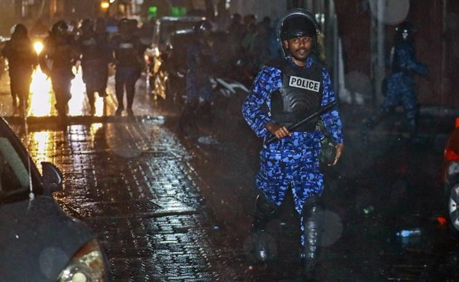 Maldives' president sends envoys to China, S Arabia for support