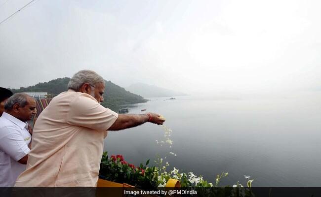 पीएम नरेंद्र मोदी आज लबालब भर चुके सरदार सरोवर बांध पर मनाएंगे अपना 69 वां जन्मदिन