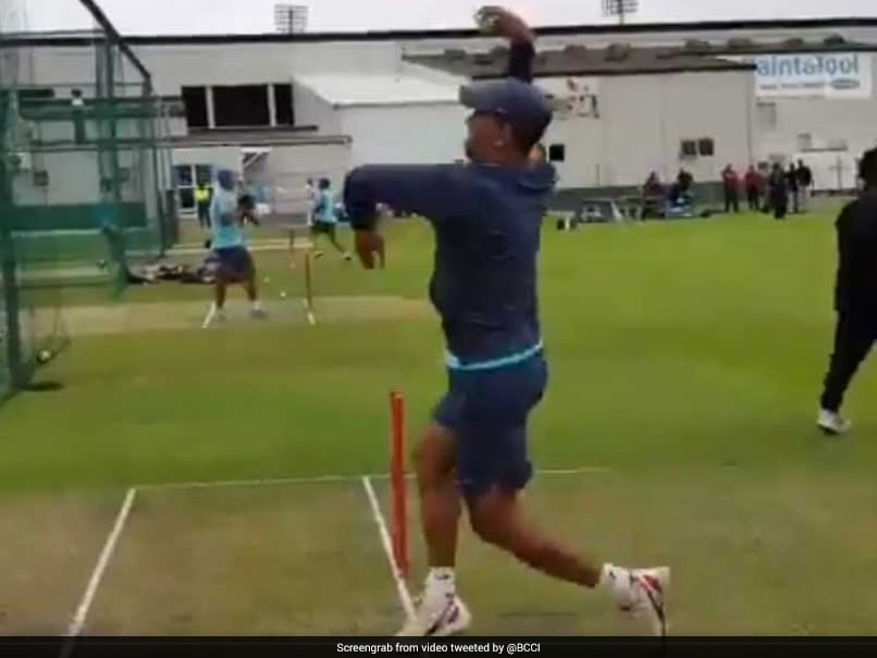 India vs South Africa: MS Dhoni Turns Leg-Spinner Ahead Of 5th ODI. Watch Video
