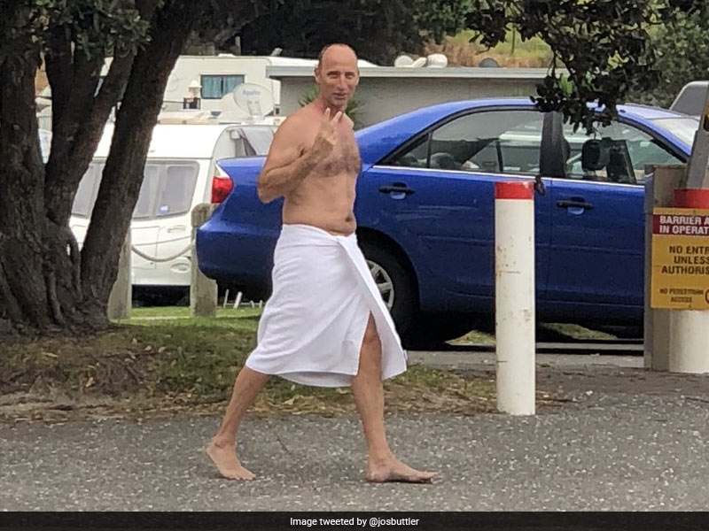 """""""Is That Vladimir Putin?"""" Ex-England Captain's Photo In Towel Causes Commotion On Twitter"""