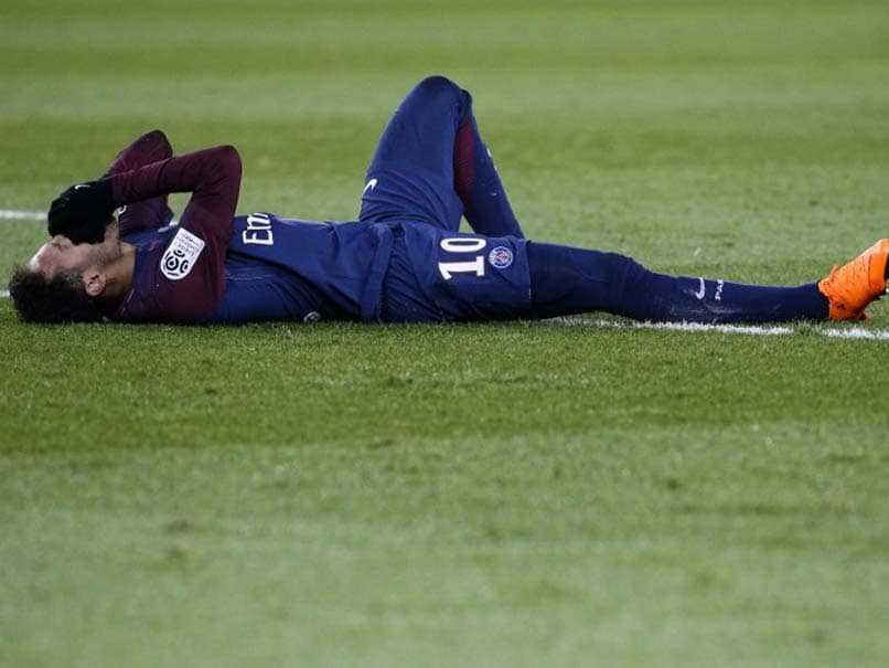 Neymar Suffers Fractured Metatarsal, Serious Doubt To Face Real Madrid