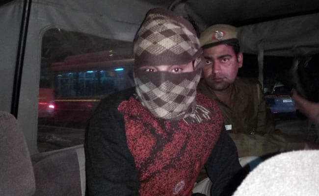 Encounter between cops and 'wanted' criminals in Delhi's Okhla Mandi