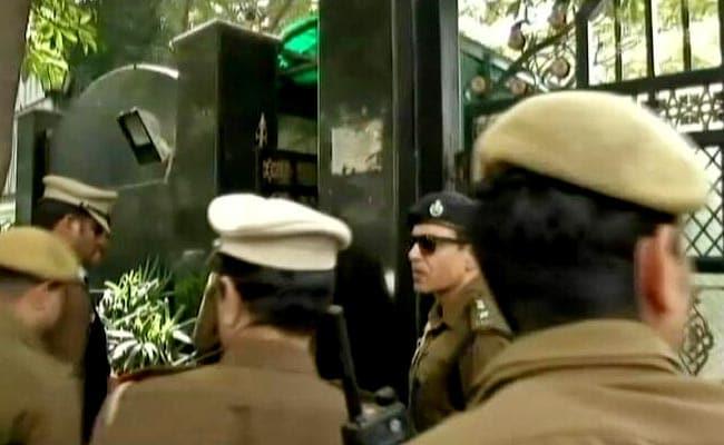चीफ सेक्रेटरी पर हमला : दिल्ली के CM अरविंद केजरीवाल के घर पहुंची दिल्ली पुलिस