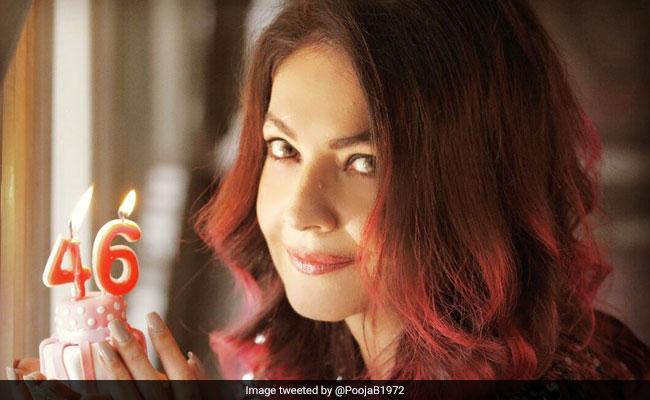 Pooja Bhatt Birthday: 17 साल की उम्र में बन गई थीं एक्ट्रेस, शराब की लत ने कर दिया था जीना मुहाल