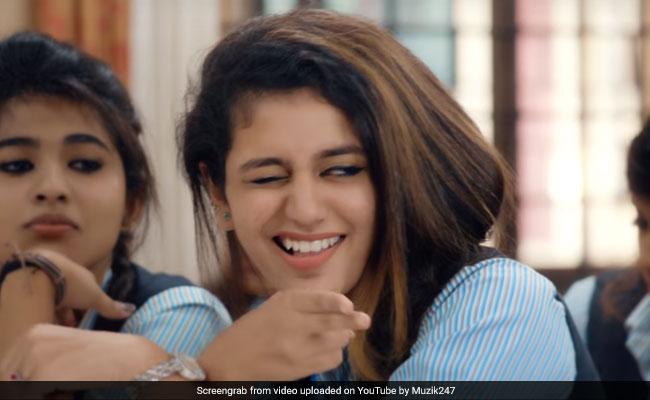 Valentine's Day 2018: 'अंखियों के तीर' के बाद 'नैनों की बंदूक' चला रहीं प्रिया प्रकाश, Video Viral