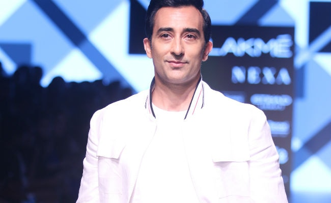 While You Look At Rahul Khanna's Insta Pics, Here's What He Said About Possible Comeback