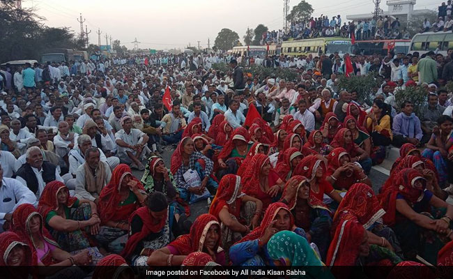 Farmers In Rajasthan Stage Massive Protest, Demand Loan Waiver