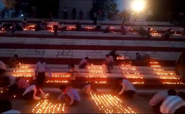 राजिम कुंभ में तीन लाख दीयों से रौशन हुआ त्रिवेणी संगम, CM रमन सिंह ने की तारीफ