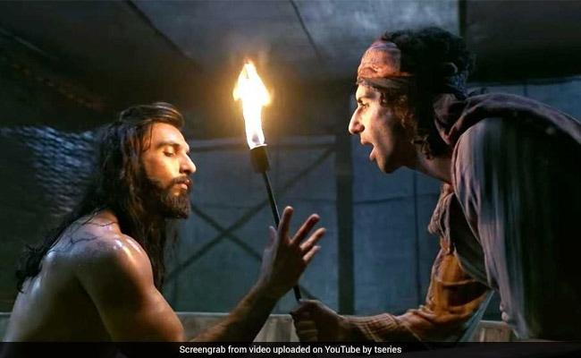 Padmaavat का 'बिंते दिल' हुआ रिलीज, देखें अलाउद्दीन खिलजी और मलिक काफूर की कैमिस्ट्री