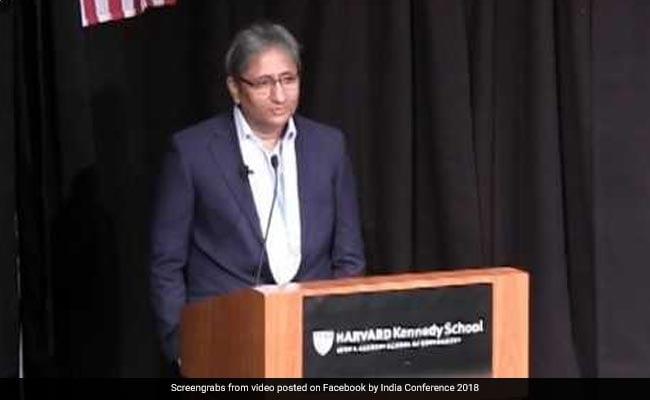 मीडिया झुक सकता है मगर लोकतंत्र नहीं : हार्वर्ड यूनिवर्सिटी में बोले रवीश कुमार