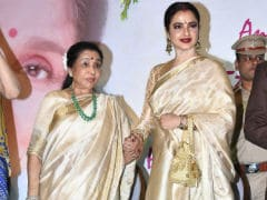 Asha Bhosle And Rekha Had An Emotional Moment At The Yash Chopra Memorial Award 2018