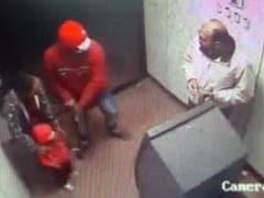 मध्य प्रदेश : ATM में पैसे निकाल रहे शख्स और उसकी बेटी पर ताना पिस्टल और फिर...
