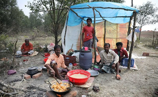 Rohingya Flee No Man's Land After Myanmar Threat