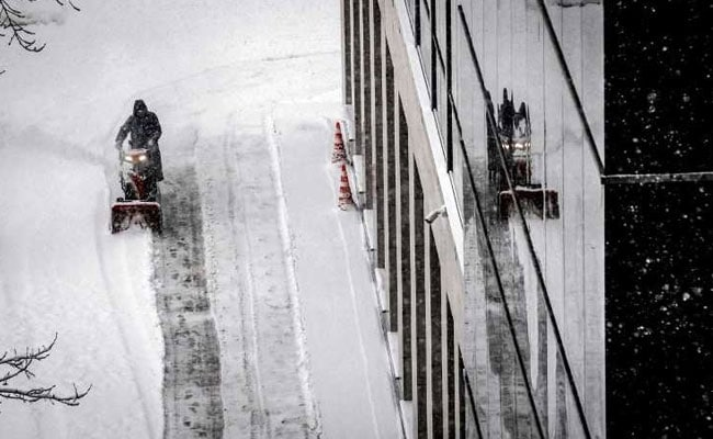 One dead, five injured in record Moscow snowfall