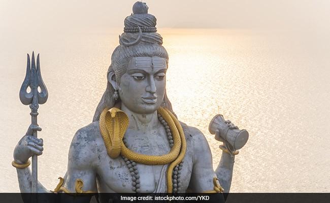 भगवान शिव शरीर पर क्यों लगाते हैं भस्म?