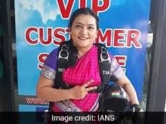 पुणे में महिला ने साड़ी पहनकर 13 हजार फीट की ऊंचाई से लगाई छलांग, बनाया रिकॉर्ड