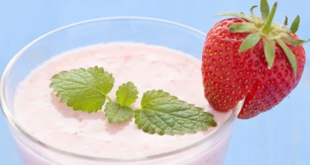 स्ट्रॉबेरी बनाना स्मूदी