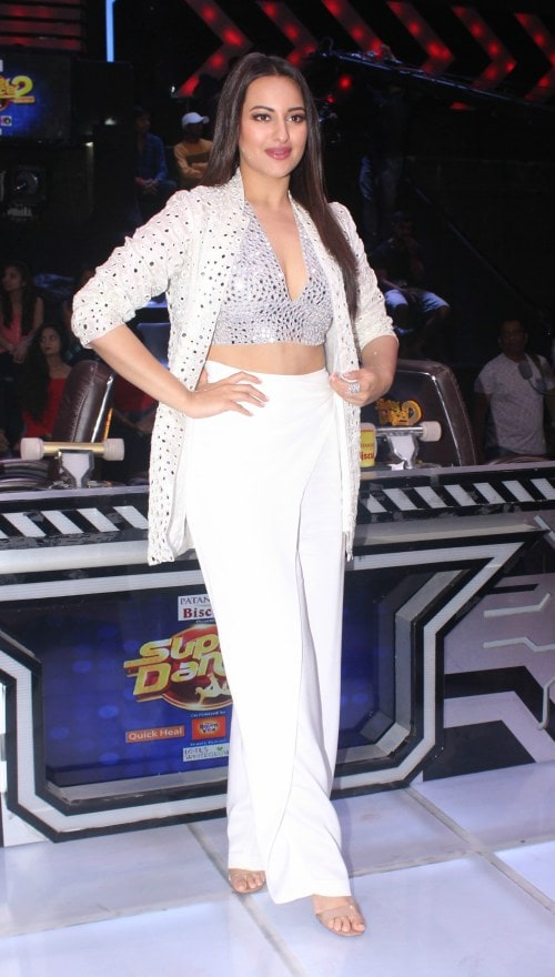 sonakshi all white