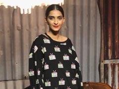गौरी खान डिजाइन्स स्टूडियो पहुंची सोनम कपूर, कुछ यूं क्लिक कराई Photos