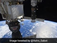 क्या इस तस्वीर में आप देख सकते हैं NASA के अंतरिक्ष यात्री के पैर? ट्विटर यूजर भी हुए कंफ्यूज