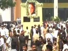 Sridevi Cremation Updates: Bollywood Icon Cremated With State Honours in Mumbai, Thousands Pay Last Respects