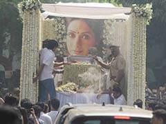 Sridevi के अंतिम संस्कार के बाद परिवार ने कहा- हमें दुख मनाने दें...