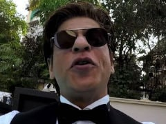 Shah Rukh Khan Dives Into Pool To Thank 33 Million Twitter Followers