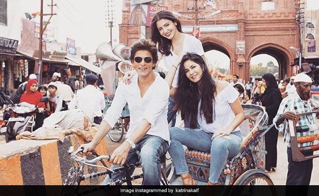 शाहरुख खान के रिक्शे पर सैर को निकलीं अनुष्का शर्मा-कैटरीना कैफ, फोटो हुई वायरल