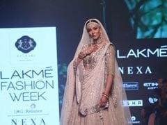 सुष्मिता सेन ने लैक्मे फैशन वीक में 'उमराव जान' की धुनों पर बिखेरे जलवे, देखें Photos