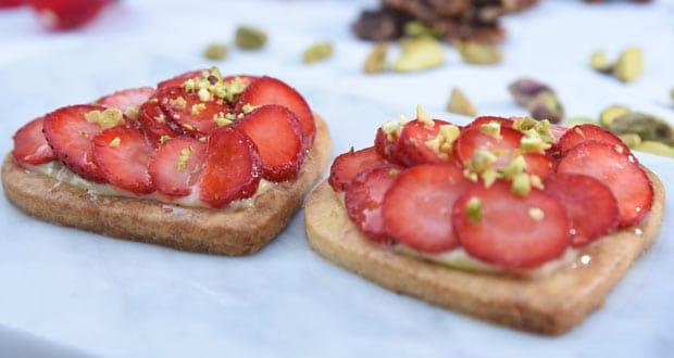 स्ट्रॉबेरी और पिस्ता टार्ट